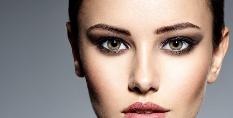 Maquillage pour cheveux gris
